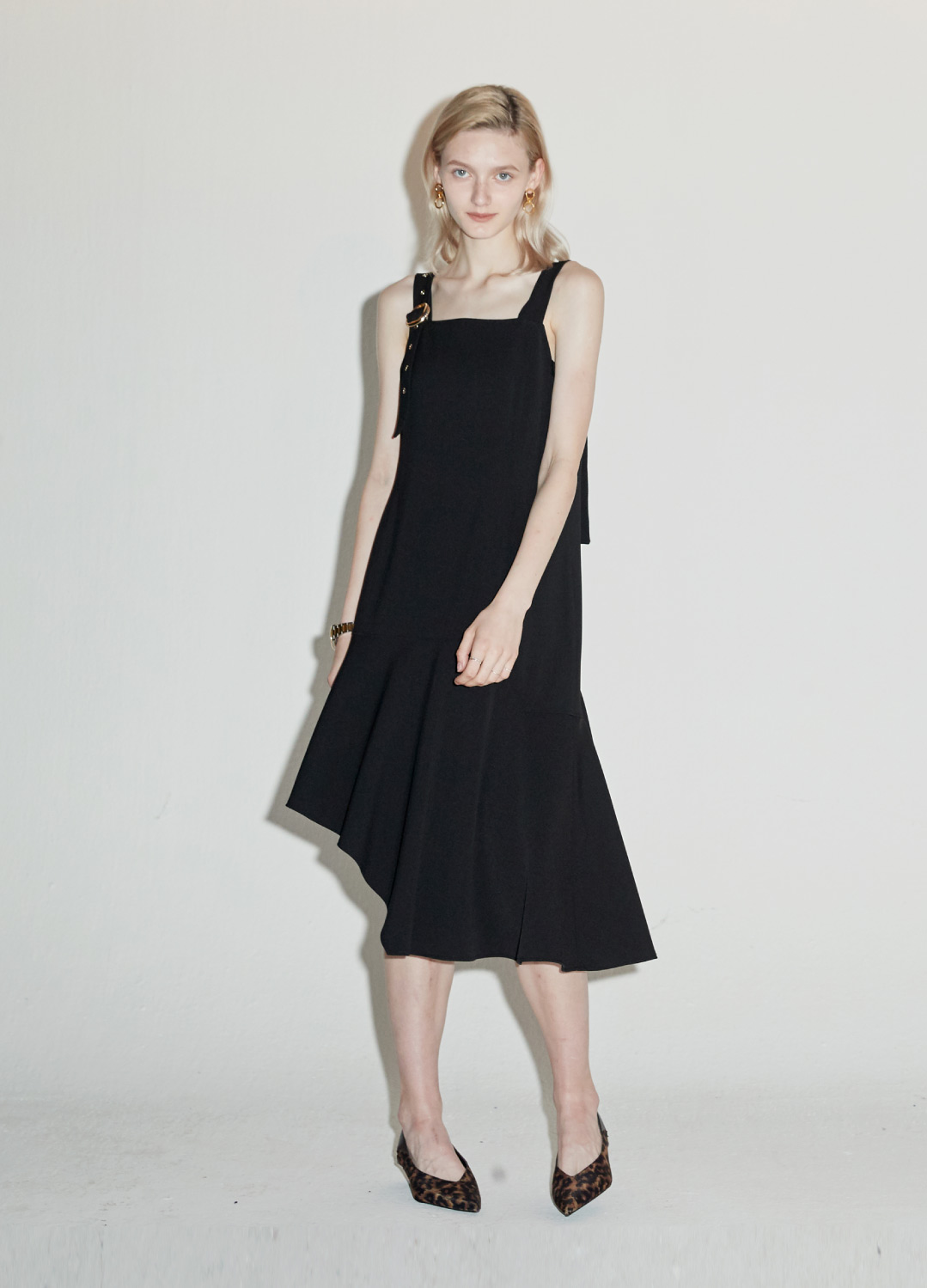 unbalance buckle dress Black