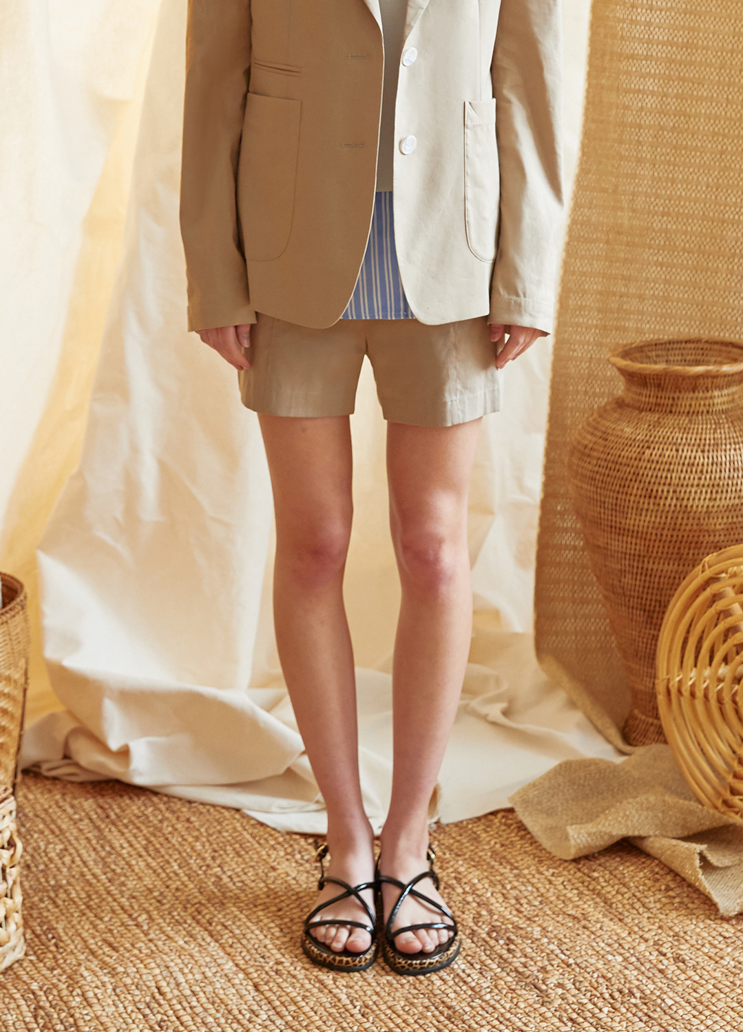 side placket short pants Beige